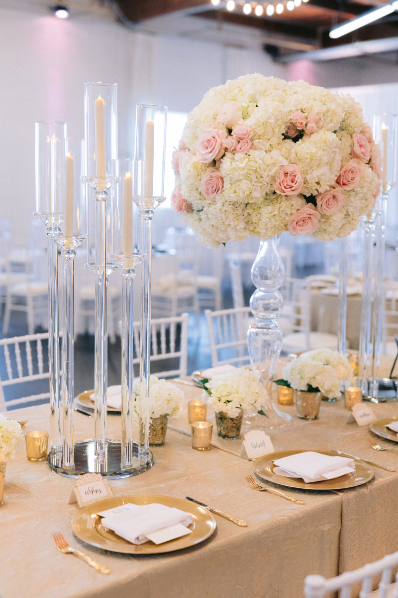 Wedding Tabletop Décor with Flowers and Candles